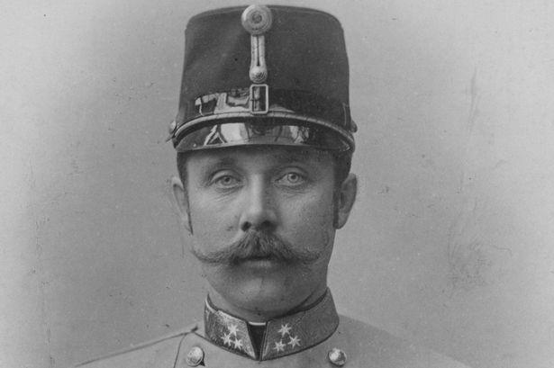 Franz Ferdinand is geboren in Graz op 18 juli 1863 en gestorven in Sarajevo op 28 juni 1914 Hij was de zoon van aartshertog Karel Lodewijk van Oostenrijk en Maria Annunciata van Bourbon-Sicilië. Hij werd door gavrillo princip vermoord. Princip was een servische nationalist.Door de moord op Franz Ferdinand is de oorlog eigenlijk begonnen.