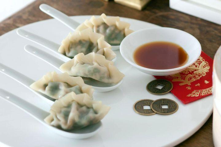 Steamed spinach and mushroom dumplings