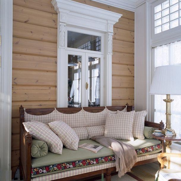 Деревянный дом в русском стиле-веранда