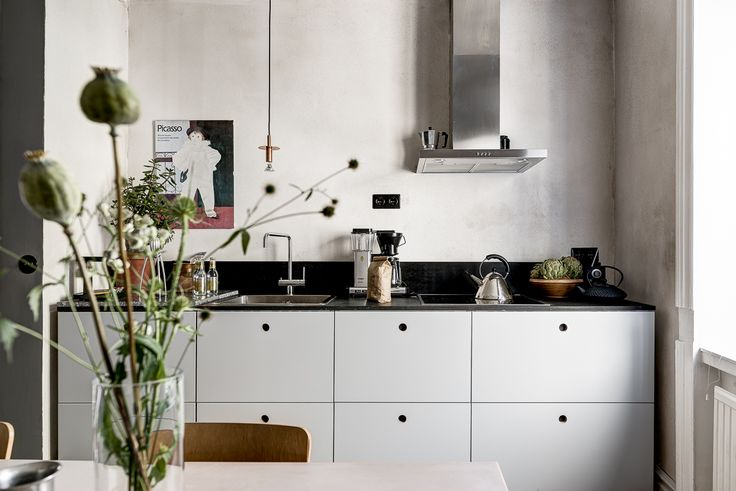 Gravity Home: Kitchen in a Harmonious Stockholm Apartment