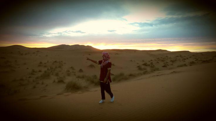 Tramonto nel deserto di merzouga