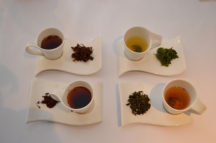 Wet leaf and liquor of each tea