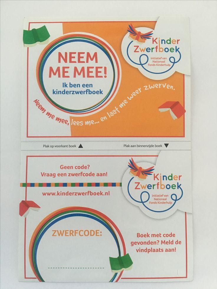 Bovenste sticker: plak deze op de kaft aan de buitenzijde Onderste sticker: plak deze aan de binnen zijde van het boek op de kaft. Via de website kun je het boek aanmelden en een code aanmaken, je kunt dan je boek volgen op zijn avontuur.....