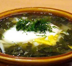 Зеленый борщ Уж очень вкусно получается зеленый борщ с  изысканной кислинкой щавеля, с отварными яйцами и сметаной. Такой зеленый борщ непременно будет вкусным и на мясе, и приготовленный без него.  http://culinarysite.ru/news/2013-05-15-672