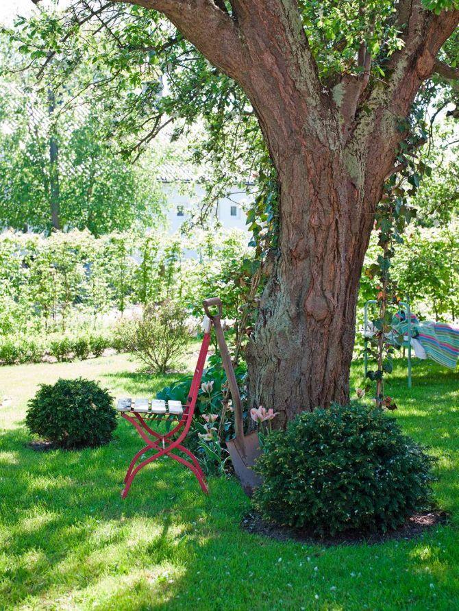 Trädgården är som gjord för avkoppling. Av Pia Mattsson Foto Helene Toresdotter