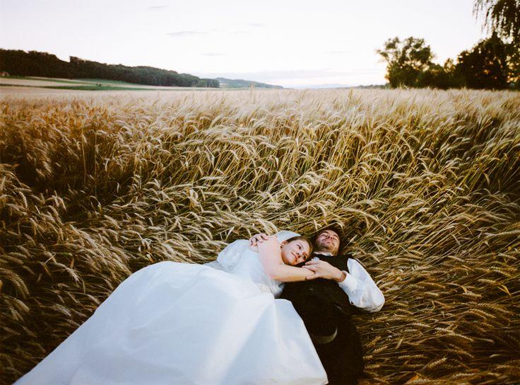 Ein Bett im Kornfeld    Fine Art Hochzeitsfotografie   DUJMOGRAPHY · Fine Art Hochzeitsfotografie   DUJMOGRAPHY   Hochzeitsfoto Burgenland   Hochzeitsfotograf aus Wien   Fine Art Fotograf Österreich