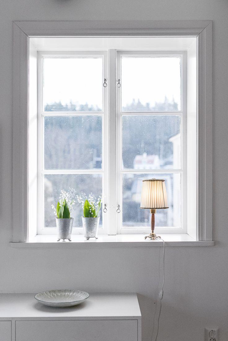 Spröjsade fönster med djupa nischer