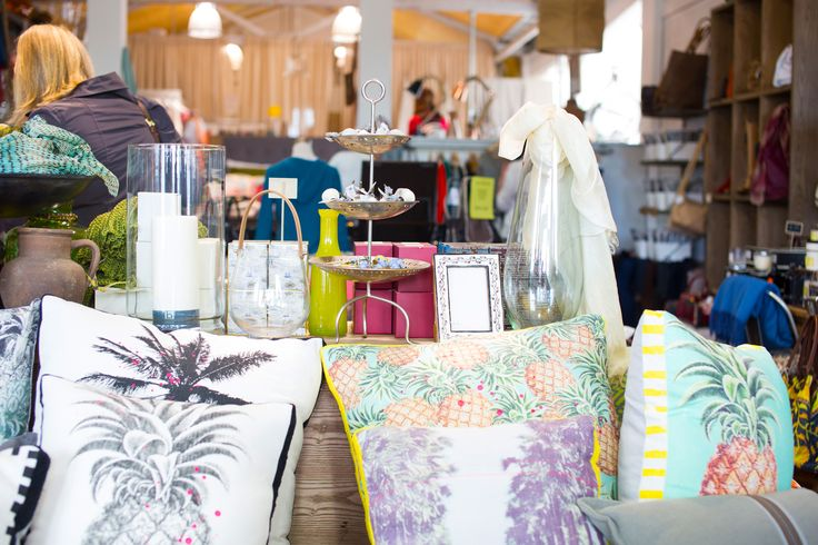 Shop with a stylist tour with #placesandgraces / #homewares #linens #rugs #collectliving  / photo @capturedbykeryn