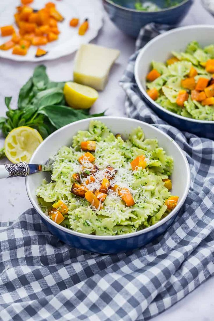 This kale pesto is made with basil, almonds and plenty of parmesan to give an amazing flavour! Serve mixed with bowtie pasta and topped with roasted butternut squash for a little creamy sweetness. #kale #pesto #pastarecipe #thecookreport