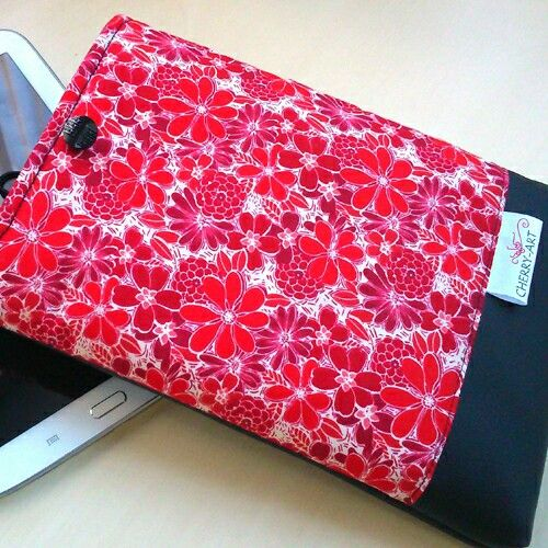 Red flowers tablet case