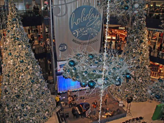 hgtv takes you on a tour of 10 places with spectacular holiday light displays and towering christmas trees - Christmas Lights Minneapolis