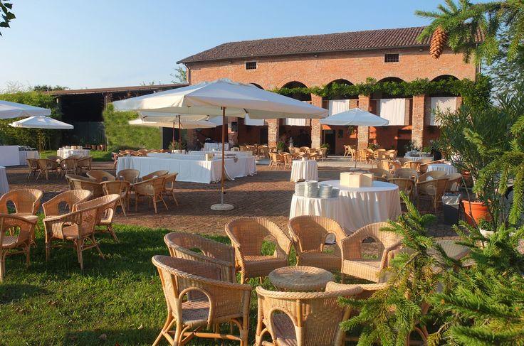 Corte Dei Paduli - Wedding Location, B&B - Reggio Emilia, Italy. Barchessa con aia allestite per l'aperitivo.