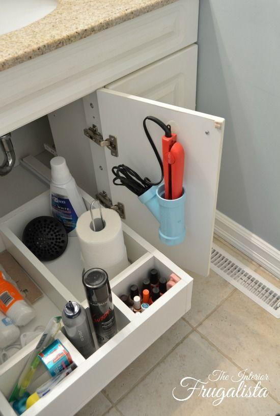 Nahaufnahme von DIY Badezimmer Vanity Schieberegal mit Cubbies / The Interior Frugalis