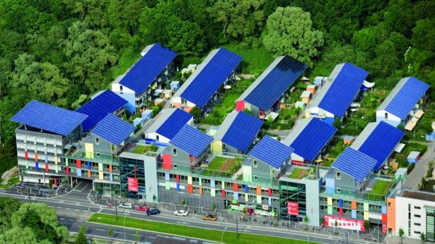 Schlierberg, em Friburgo, #Alemanha. Esse bairro é capaz de produzir quatro vezes mais energia do que consome.