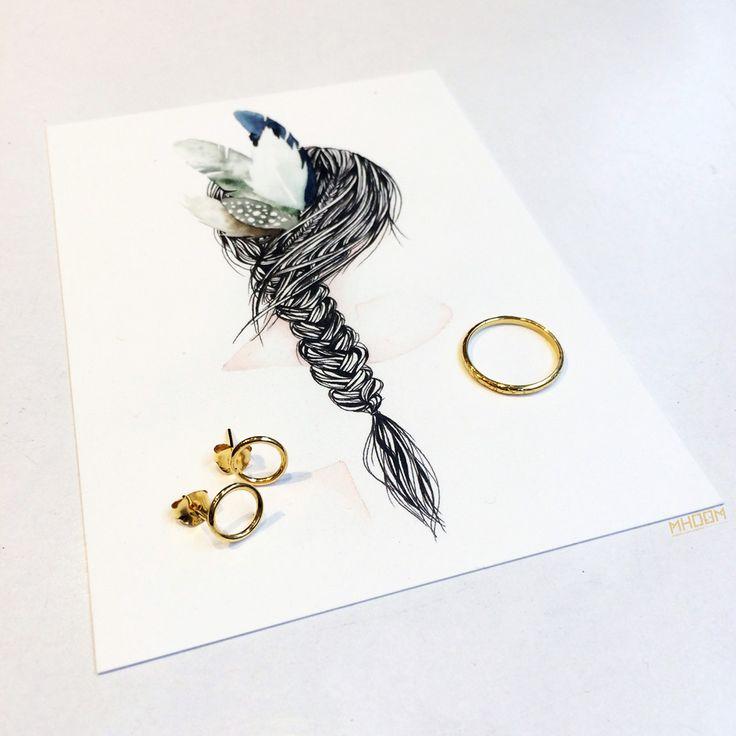 Er zijn weer mooie nieuwe sieraden van TAJ waaronder ook enkele 16K gold plated ❤️ Hiervoor worden oude sieraden van 16K omgesmolten, waarmee een dubbel laagje om de zilveren sieraden wordt gelegd.   Bij MHOOM vind je ook een leuke selectie mooie kaarten van Isabella Illustrations, gedrukt op chloorvrij papier.  #TAJ #trouwaanjezelf #sieraad #ring💍 #ring #goud #goudensieraad #gold #goldplated #MHOOM #amsterdam