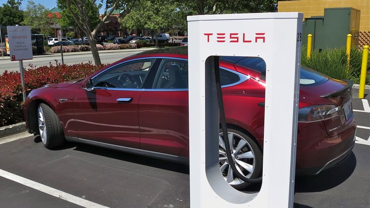 Tesla expanding Supercharger network nationwide: At Superchargers, Tesla owners can currently charge their car batteries halfway in 30 minutes, for free. Expansion plans call for increasing the current number of stations from nine (seven of which are in California) to approximately 200 by 2015. Optimally, Musk says there will be a Tesla fast-charging station every 80 to 100 miles along heavily trafficked routes within 18 months. By the end of June, however, Musk said the company will have…