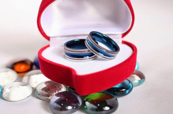 Cincin couple titanium, warna cool dan fresh buat pasangan muda.