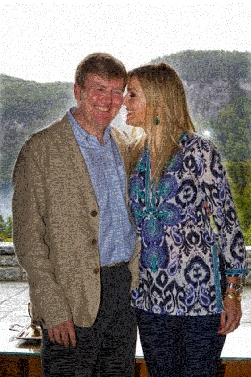 Prince Willem-Alexander and Princess Maxima of the Netherlands pose for the media during their christmas holidays in Villa la Angostura, Argentina, 23 Dec 2012. Princess Maxima spends the holidays with her argentinean family members.
