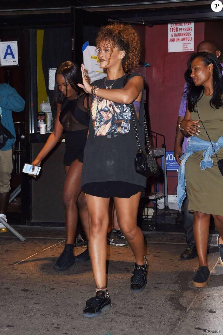 Rihanna quitte le Gramercy Theater à l'issue du concert de Travi$ Scott. New York, le 8 septembre 2015.