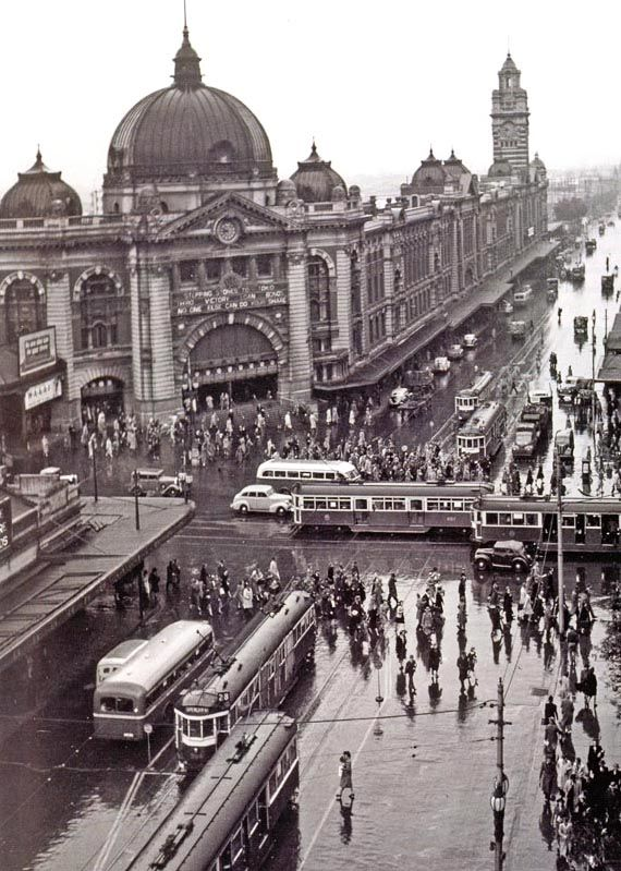 1930's Flinders St Station, opened 1909 was the 1st city Station in Australia