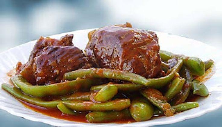 Μοσχάρι κοκκινιστό με φασολάκια - gourmed.gr