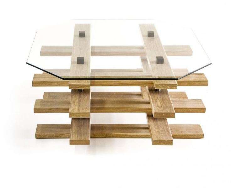 Small table Scacco Made of oak wood. Its structure is reminiscent of the urban expansion of the city of Bari during the nineteenth century. Designer: Vitantonio Coletta