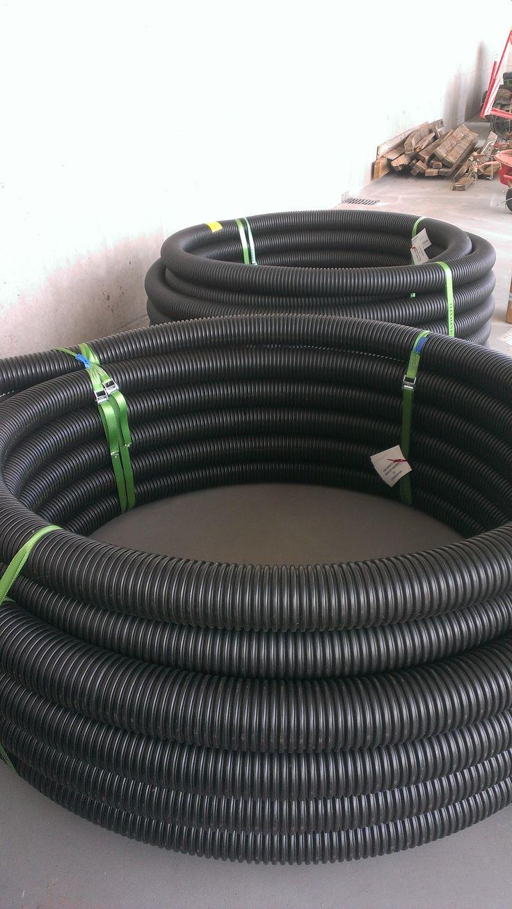 Le stockage de nos tuyau pré-isolé Flexlaen, des rouleaux de tailles différents piuvant aller jusqu'à plus de 300 mètres.