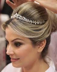 Resultado de imagem para penteado de noiva com franja lateral e coque