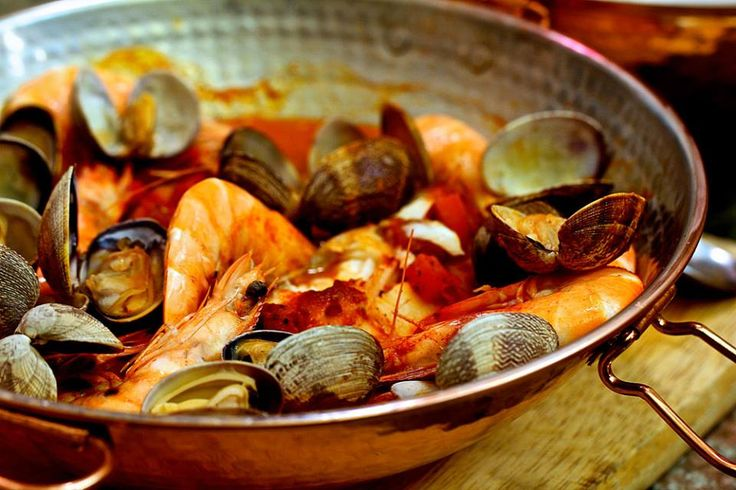 Cataplana de Peixe e Marisco (Fish and Shellfish Cataplana)