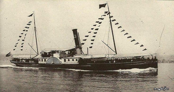 """İstanbul Boğazı, 1900 civarı Şirket-i Hayriye'ye ait 44 baca numaralı """"İntizam"""" Vapuru"""