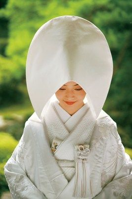 綿帽子には憧れますね。清楚な花嫁さんのイメージ。