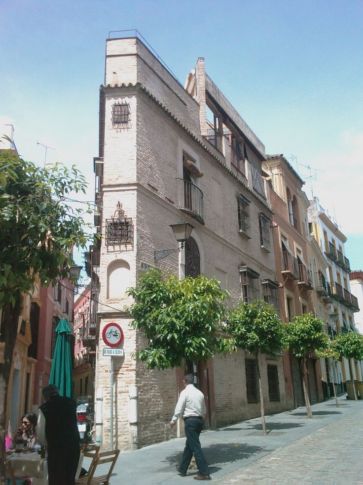 The Narrowest House · La Casa más Estrecha. Barrio de Santa Cruz
