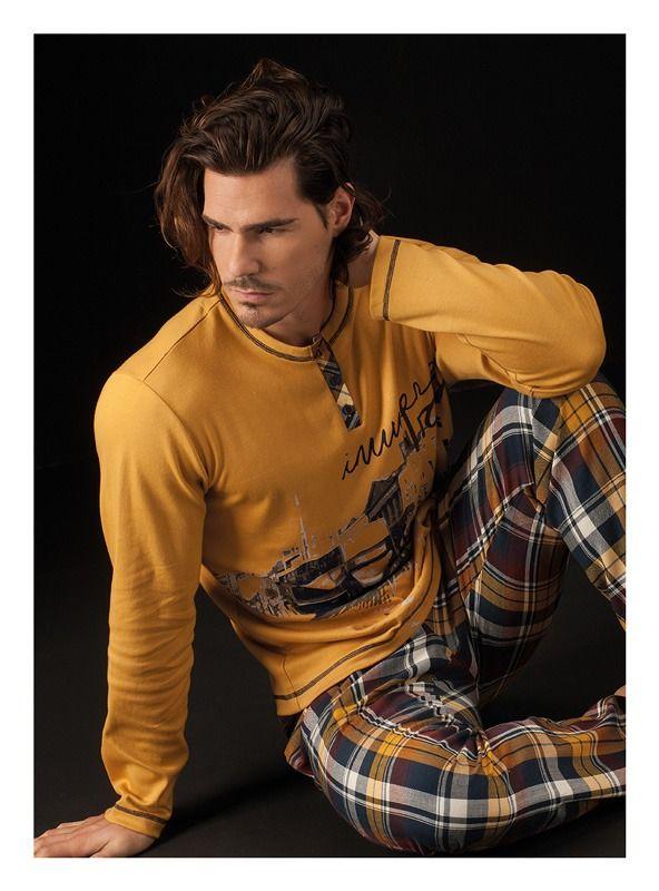 ¡No es un piajama más! Pijama Soy Underwear para hombre confeccionado en algodón perchado. Grosor medio y muy suave al tacto en varela íntimo