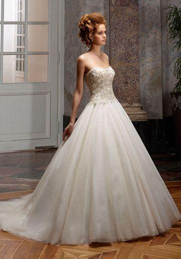 Romantisches Brautkleid im Ballkleid-Stil in den Farben Champagner, Elfenbein und Silber - von Diane Legrand