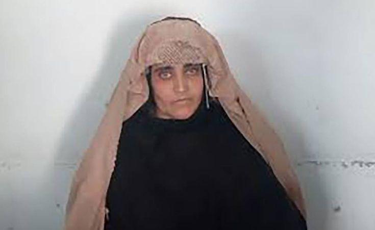 Detenida en Pakistán la niña afgana de National Geographic por documentos falsos