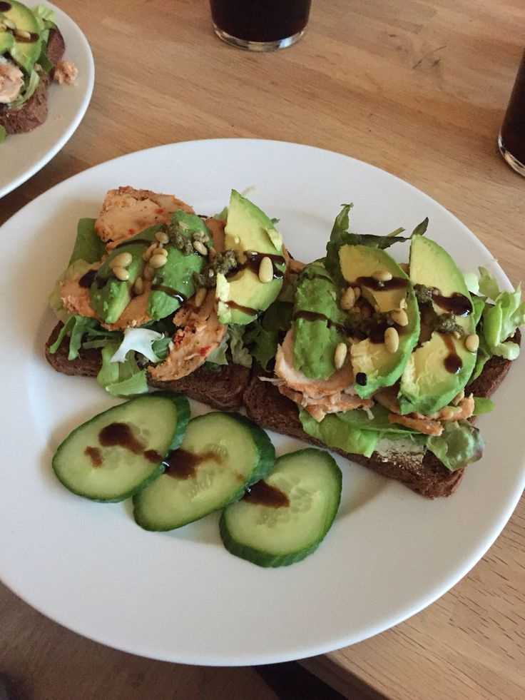 Kip avocado broodje met balsamico azijn