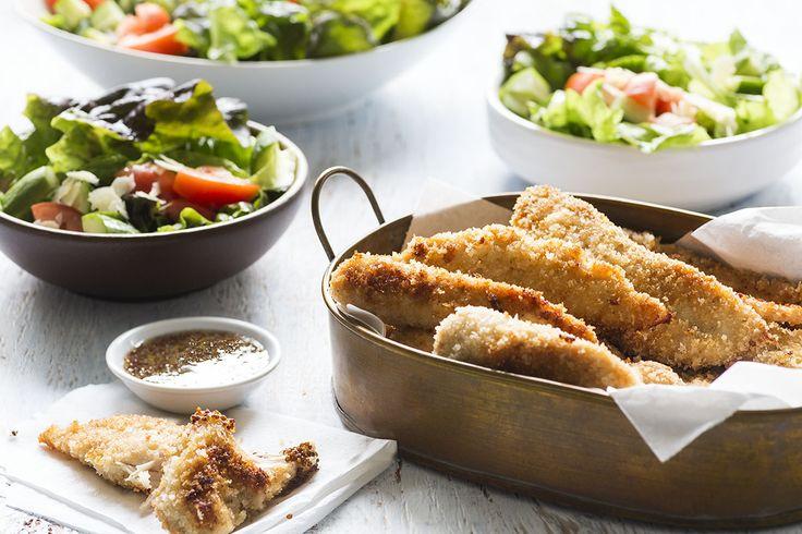 Doigts de poulet croustillants, sauce au miel et à la moutarde - & salade de laitue frisée rouge