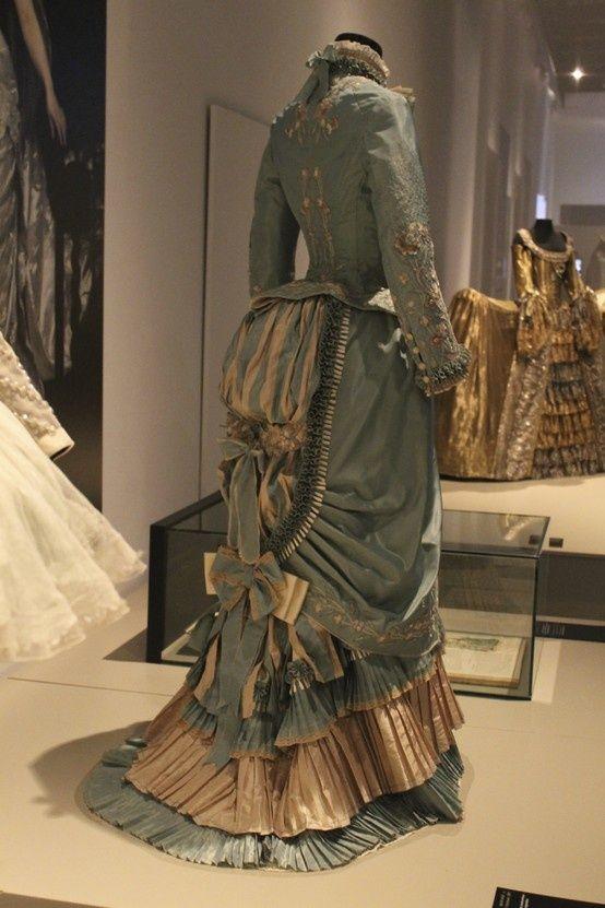 1882 dress