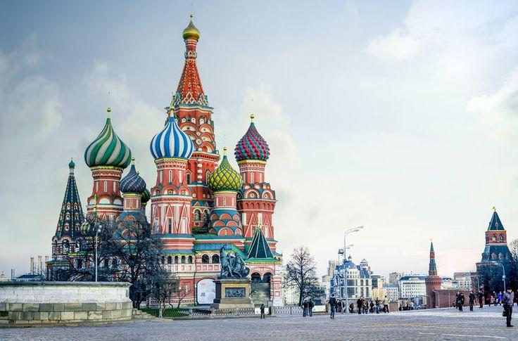 Citytrip Moskau - Alle Infos für eine Reise in die Hauptstadt von Russland. Visum beantragen Russland - berühmte Wahrzeichen Moskaus, die Basilius Kathedrale, und sonstige Tipps für einen Städtetrip in die russische Metropole.
