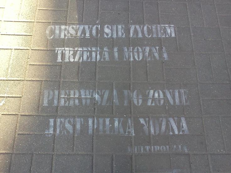 #Gdynia też lubi #EURO :)  Napis na chodniku, ul. 10 lutego