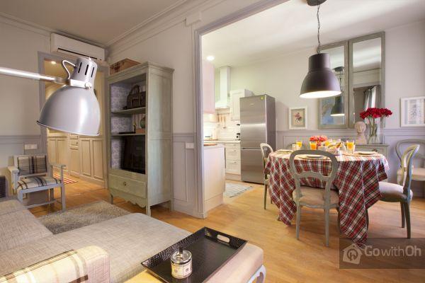 Appartamento vintage di tre stanze vicino a Gracia