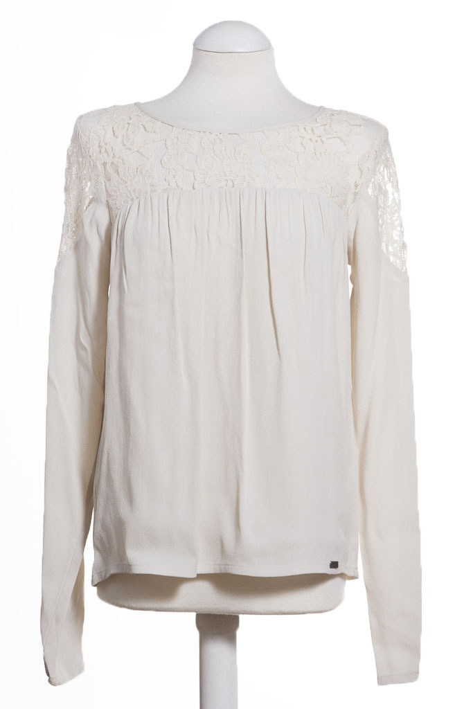 Such a pretty top from Numph. We love its delicate style. This is the Amina top from our pretty online boutique. £55