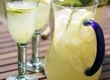 Att göra päron- eller äppelsaft