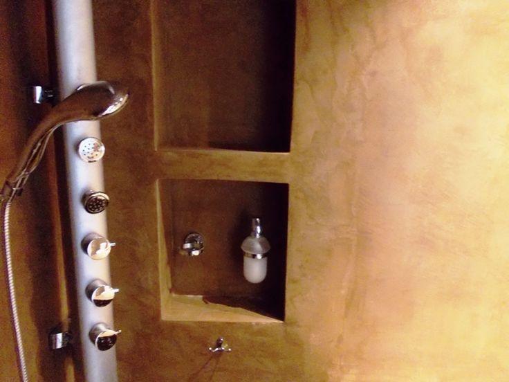 Πατητή τσιμεντοκονία σε μπάνιο. Εφαρμογή από την ομάδα Kappa Constructions.Δείτε το προφίλ τους στο spitiexperts.gr