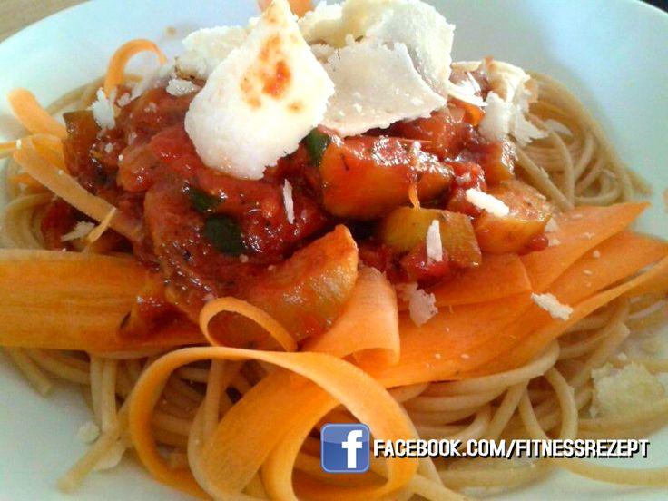 Vollkorn-Karotten Spaghetti mit Zucchini-Tomaten und Feta