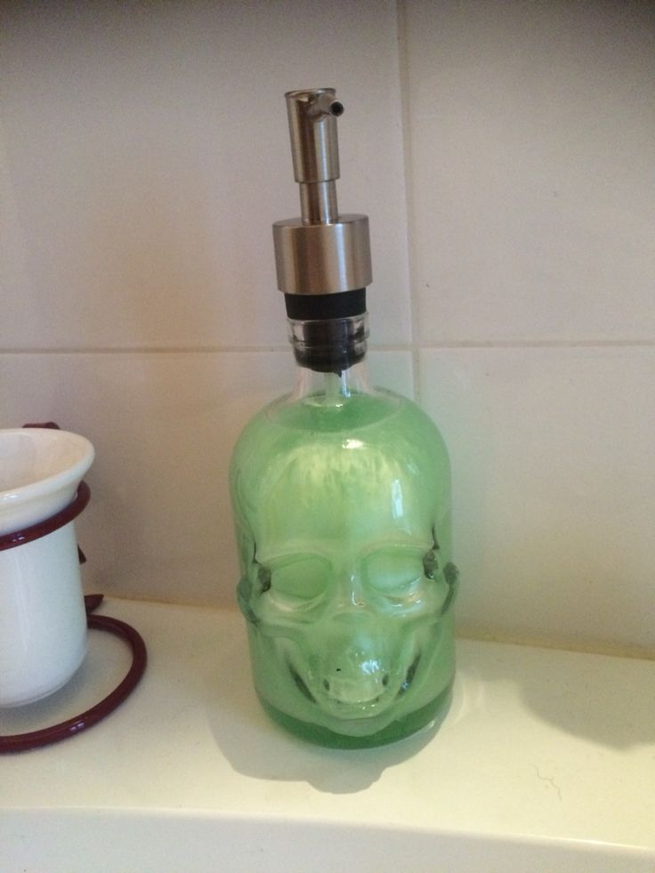 Il mio sapone teschio! Ricavato da una bottiglia di vodka!!
