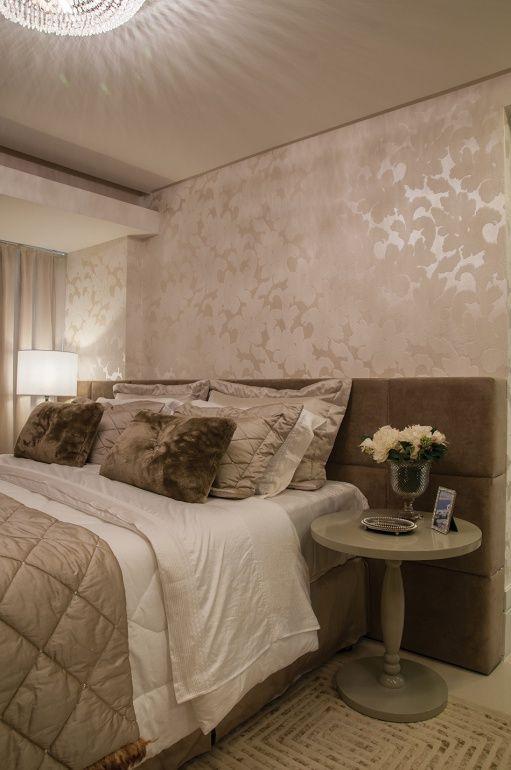 decoração quarto de casal com papel de parede na cabeceira  Pesquisa Google