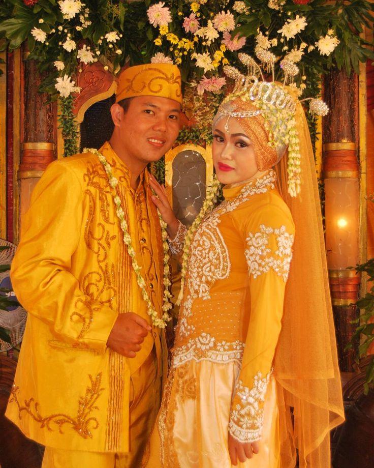 #anggun #bogor #bogorbridal #cantik #endorse #endorsegaunpengantin #gaunpengantin #instawedding #indonesianwedding #jubaedahsalon #jubaedahbridal #kebayamodern #kebaya #makeuptutorial #makeup #pengantin #riaspengantin #tatarias #undangan #weddingday #wedding by jubaedah.bridal