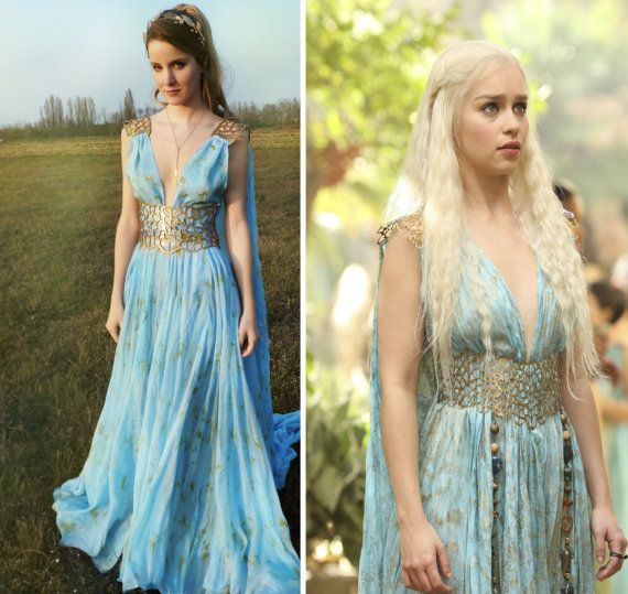 *** Replica of Daenerys Qarth dress, seen in GOT Season 2 ***  - fabric color and the golden pattern are achieved by hand-painting;  - the belt corset-ties in back and it is made sturdier by a clear plastic reinforcement in its back side. - entire set is custom made, according to the customers measurements  - standard color would be light baby blue  ✴ MEASUREMENTS REQUIRED: height and chest-waist-hips measurements  Pictures n. 3 and 4 represents the cotton version of the dress; all the…