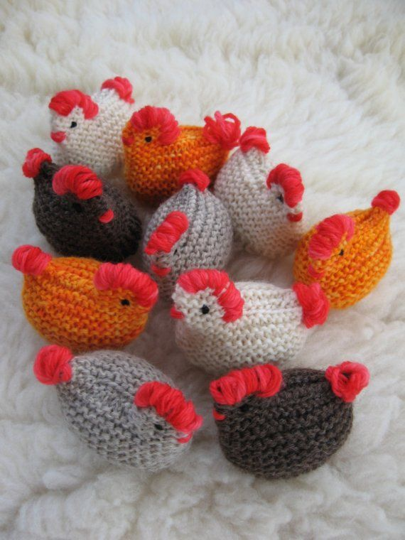 chickens! - easy: just knit a simple square, sew it in half, stuff it with cotton and stitch with red yarn the comb, tail and details.